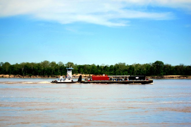 Mississippi River Traffic Photo #1