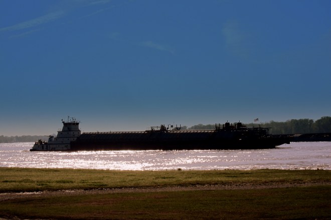 Mississippi River Traffic Photo #3