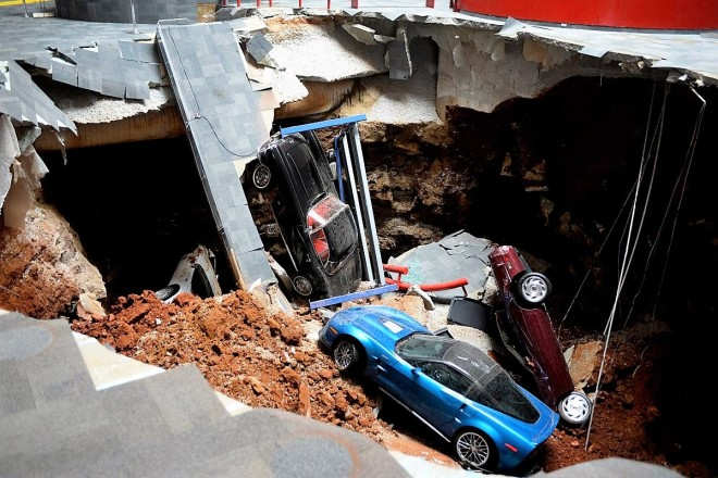 national-corvette-museum-sinkhole